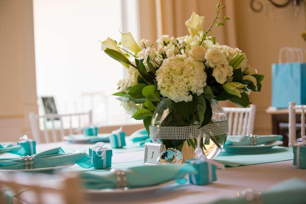 breakfast-at-tiffanys-table-setting-tiffany-blue-favor- ... & Breakfast at Tiffany\u0027s Bridal Shower - Bridal Shower Theme